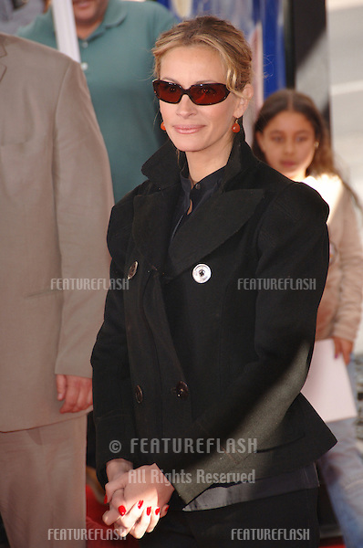 "JULIA ROBERTS at the Los Angeles premiere of her new movie ""Charlotte's Web"" at the Arclight Theatre, Hollywood..December 10, 2006  Los Angeles, CA.Picture: Paul Smith / Featureflash"