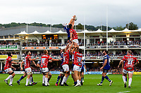 Dave Attwood of Bath Rugby wins the ball at a lineout. Gallagher Premiership match, between Bath Rugby and Gloucester Rugby on September 8, 2018 at the Recreation Ground in Bath, England. Photo by: Patrick Khachfe / Onside Images