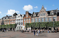 Nederland Haarlem 2015 . De Grote Markt in Haarlem.  Rechts Grand cafe Brinkmann