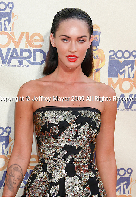 UNIVERSAL CITY, CA. - May 31: Megan Fox arrives at the 2009 MTV Movie Awards at the Gibson Amphitheatre on May 31, 2009 in Universal City, California.