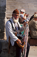 Tuerkei, Strassenhaendler bei der Yeni Valide Camii (Moschee) in Istanbul