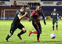 PASTO -COLOMBIA, 20-02-2018: Gilberto Alcatraz Garcia (Der) jugador del  Deportivo Pasto disputa un balón con Andres Correa (Izq) jugador de La Equidad durante partido por la fecha 4 de la Liga Águila II 2018 jugado en el estadio La Libertad de Pasto. / Gilberto Alcatraz Garcia (R) player of Deportivo Pasto vies for the ball with Andres Correa (L) player of La Equidad during match for the date 4 of the Aguila League II 2018 played at La Libertad stadium in Pasto. Photo: VizzorImage / Leonardo Castro / Cont