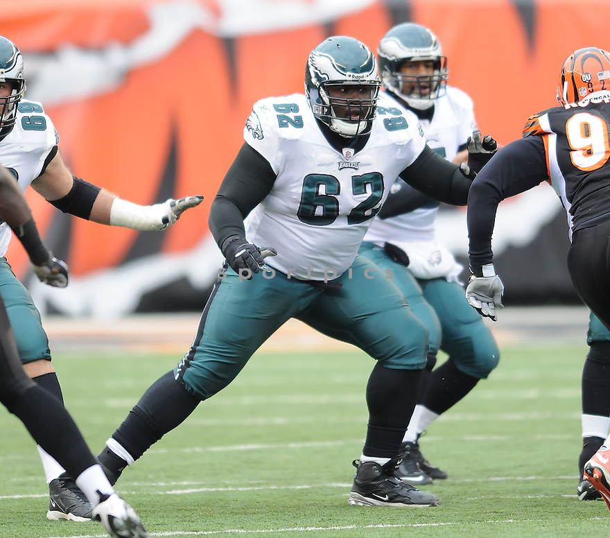 MAX JEAN GILES, of the Philadelphia Eagles in action against the Cincinnati Bengals during the Eagles game in Cincinnati, Ohio on November 16, 2008..The game ended in a tie 13-13