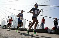 Nederland   Amstelveen   2017 04 08. De Marathon van Rotterdam. Lopers op de Erasmusbrug.   Berlinda van Dam / Hollandse Hoogte