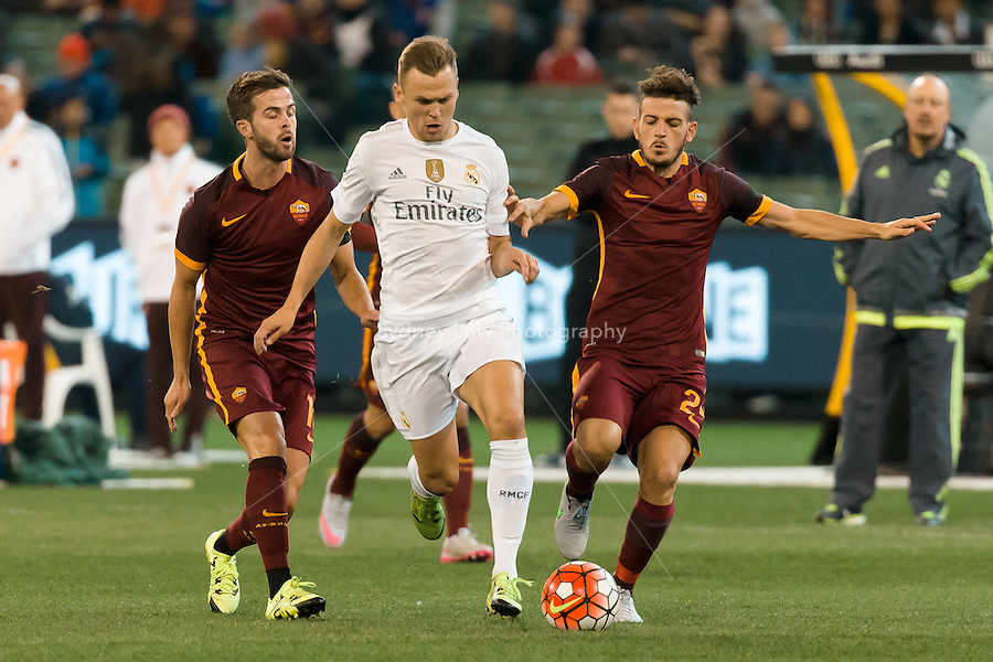 Melbourne, 18 July 2015 - Denis Cherychev of Real Madrid and Alessandro Florenzi of AS Roma fight for the ball in game one of the International Champions Cup match at the Melbourne Cricket Ground, Australia. Roma def Real Madrid 7-6 Penalties. Photo Sydney Low/AsteriskImages.com