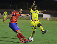 NEIVA - COLOMBIA, 22-02-2019: Jonathan Caicedo de Huila disputa el balón con Daniel Giraldo de Pasto durante partido por la fecha 6 de la Liga Águila I 2019 entre Atlético Huila y Deportivo Pasto jugado en el estadio Guillermo Plazas Alcid de la ciudad de Neiva. / Jonathan Caicedo of Huila fights for the ball with Daniel Giraldo of Pasto during match for the date 6 of the Liga Aguila I 2019 between Atletico Huila and Deportivo Pasto played at the Guillermo Plazas Alcid stadium of Neiva city. VizzorImage / Sergio Reyes / Cont
