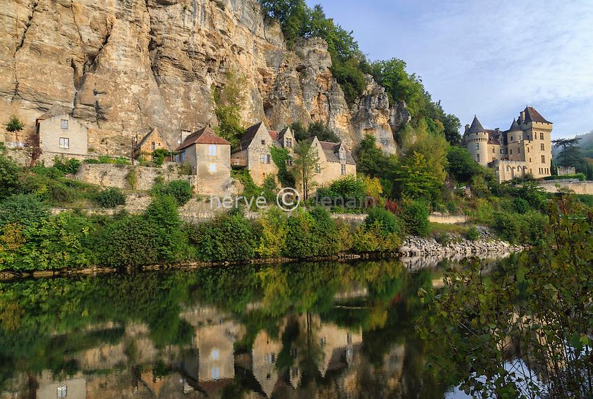 France, Dordogne (24), Vézac, la Dordogne et le Château de la Malartrie à l'entrée du village de La Roque-Gageac // France, Dordogne, Vezac, Dordogne river, Malartrie Castle at the entrance of the village of La Roque Gageac