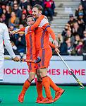 ROTTERDAM - Roel Bovendeert (NED) heeft gescoord en viert het met Mirco Pruijser (NED) (r)   tijdens   de Pro League hockeywedstrijd heren, Nederland-Spanje (4-0) . COPYRIGHT KOEN SUYK