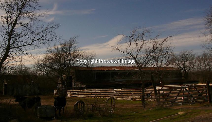 Old forgotten texas barn