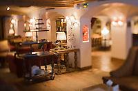 Europe/France/Rhone-Alpes/73/Savoie/Courchevel: Salon et chariot de pâtisseries de l'Hôtel: Les Airelles au Jardin Alpin,