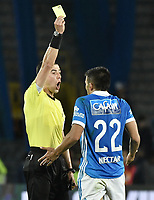 BOGOTA - COLOMBIA -16 -07-2017: Andres Rojas, árbitro, muestra la tarjeta amarilla a Jhon Duque Arias de Millonarios durante el encuentro entre Millonarios e Independiente Santa Fe por la fecha 2 de la Liga Aguila II 2017 jugado en el estadio Nemesio Camacho El Campin de la ciudad de Bogota. / Andres Rojas, referee, shows the yellow card to Jhon Duque Arias of Millonarios during match between Millonarios and Independiente Santa Fe for the date 2 of the Liga Aguila II 2017 played at the Nemesio Camacho El Campin Stadium in Bogota city. Photo: VizzorImage / Gabriel Aponte / Staff.