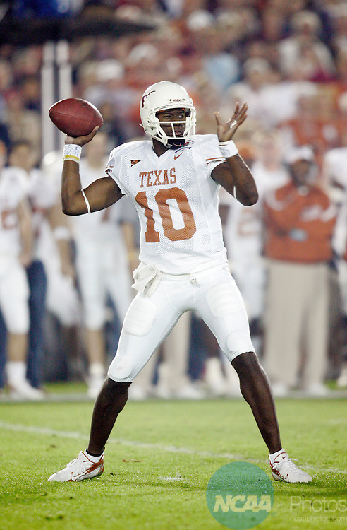 04 JAN 2006:  Vince Young (10) of the University of Texas against the University of Southern California during the BCS National Championship Game at the Rose Bowl in Pasadena, CA.  Texas defeated USC 41-38 for the national title.  Jamie Schwaberow/NCAA Photos
