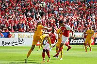 goal, Tor zum 3:2 für von Yoshinori Muto (1. FSV Mainz 05), Michael Hector (Eintracht Frankfurt) kommt zu spät - 13.05.2017: 1. FSV Mainz 05 vs. Eintracht Frankfurt, Opel Arena, 33. Spieltag