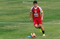 SÃO PAULO, SP, 16 DE SETEMBRO DE 2013 - TREINO SAO PAULO - O jogador Osvaldo durante treino do São Paulo, no CT da Barra Funda, região oeste da capital, na tarde desta segunda feira, 16. FOTO: ALEXANDRE MOREIRA / BRAZIL PHOTO PRESS