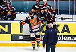 Stockholm 2014-03-27 Ishockey Kvalserien Djurg&aring;rdens IF - R&ouml;gle BK :  <br /> Djurg&aring;rdens Dustin Johner &aring;ker mot avbytarb&aring;set efter en situation d&auml;r R&ouml;gles Daniel Zaar blir utvisad i den andra perioden<br /> (Foto: Kenta J&ouml;nsson) Nyckelord:  DIF Djurg&aring;rden R&ouml;gle RBK Hovet skada skadan ont sm&auml;rta injury pain