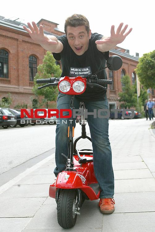 Pressetermin im Hotel 25 in Hamburg<br /> <br /> Neue Staffel der SAT1- Serie mit Ingo Oschmann &quot;Wenn Sie lachen ist es Oschmann&quot;<br /> <br /> Foto &copy; nordphoto / Anja Heinemann<br /> <br />  *** Local Caption *** Foto ist honorarpflichtig! zzgl. gesetzl. MwSt.<br />  Belegexemplar erforderlich<br /> Adresse: nordphoto<br /> Georg-Reinke-Strasse 1<br /> 49377 Vechta