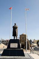Nordzypern, Ata-Türk-Denkmal vor Girne-Tor in Nicosia (Lefkosa)