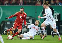 FUSSBALL  DFB-POKAL  ACHTELFINALE  SAISON 2012/2013    FC Augsburg - FC Bayern Muenchen        18.12.2012 Franck Ribery (li, FC Bayern Muenchen) gegen Ragnar Klavan (FC Augsburg) gegen Jan Ingwer Callsen Bracker (FC Augsburg)