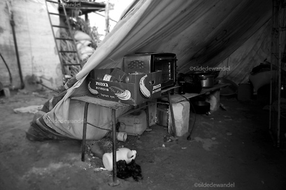 2010 august 16 - Gaza - Beitlahya.<br /> Kitchen of a homeless family in Beitlahya. Since their house was completely destroyed during operation 'Cast Lead', the Israeli attack on Gaza during the winter of 2008-2009, the family lives in a tent and a donated caravan.