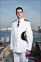 officiers-élèves - les « OE » dans le jargon<br /> Enseigne de vaisseau Nicolas Santens.