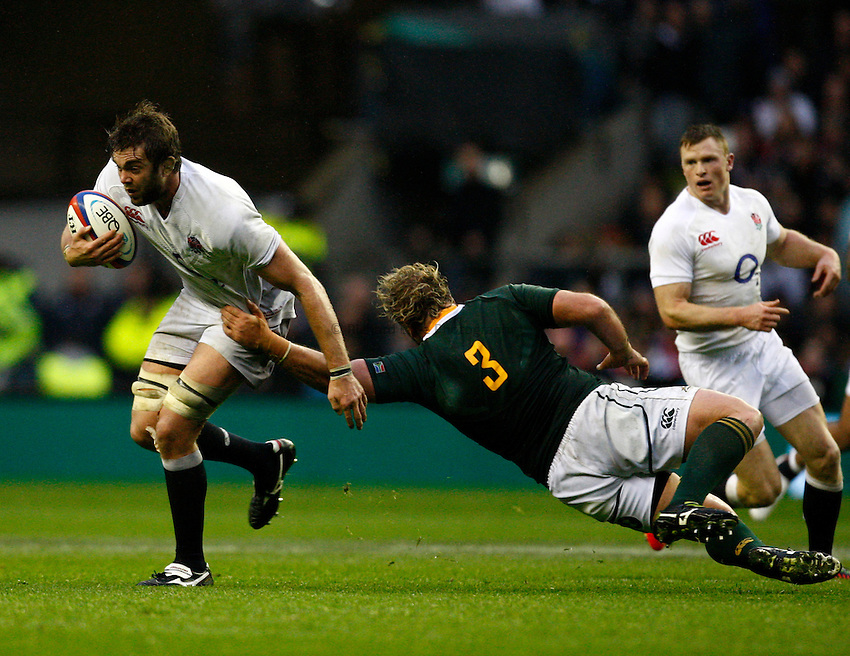 Photo: Richard Lane/Richard Lane Photography. England v South Africa. QBE Autumn Internationals. 24/11/2012. England's Geoff Parlig breaks from South Africa's Jannie du Plesis.