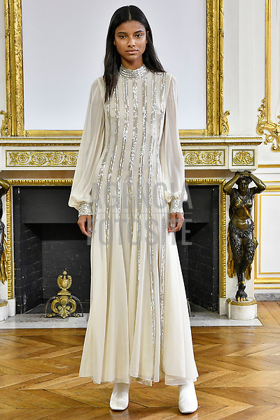 Monique Lhuillier<br /> <br /> Paris - Verao 2018<br /> <br /> foto: FOTOSITE
