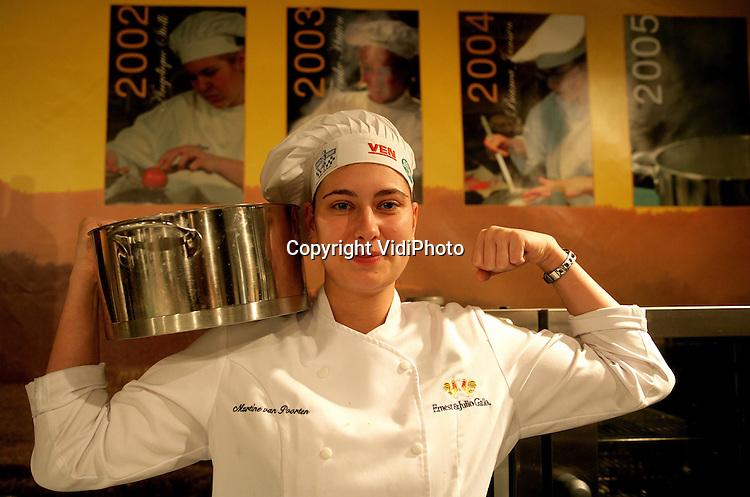 Foto: VidiPhoto..MAASTRICHT - De winnares van de Ernest & Julio Gallo 'Ladies Only' kookwedstrijd, Martine van Poorten van restaurant Entresol uit Amsterdam.