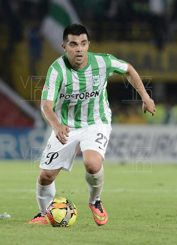 BOGOTÁ -COLOMBIA-01-11-2014. Harrison Otalvaro jugador de Atlético Nacional en acción durante partido con Fortaleza FC por la fecha 17 de la Liga Postobón II 2014 jugado en el estadio Nemesio Camacho El Campín en Bogotá./ Harrison Otalvaro player of Atletico Nacional in action during the match against Fortaleza FC for the 17th date of Postobon League II 2014 played at Nemesio Camacho El Campin stadium in Bogota. Photo: VizzorImage / Gabriel Aponte / Staff