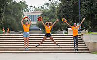 Incoming first-years and their families are welcomed by enthusiastic O-Team members and other members of the community during Occidental College's Fall move-in and orientation for the class of 2022, Aug. 23, 2018.<br />