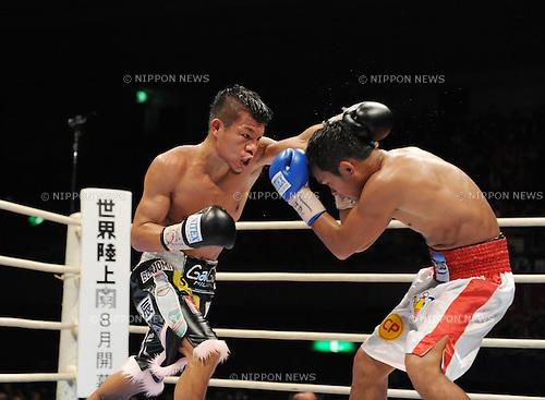 (L-R) Koki Kameda (JPN), Panomroonglek Kaiyanghadaogym (THA),.APRIL 7, 2013 - Boxing :.Koki Kameda of Japan in action against Panomroonglek Kaiyanghadaogym of Thailand during the WBA bantamweight title bout at Bodymaker Colosseum (Osaka Prefectural Gymnasium) in Osaka, Japan. (Photo by Mikio Nakai/AFLO)