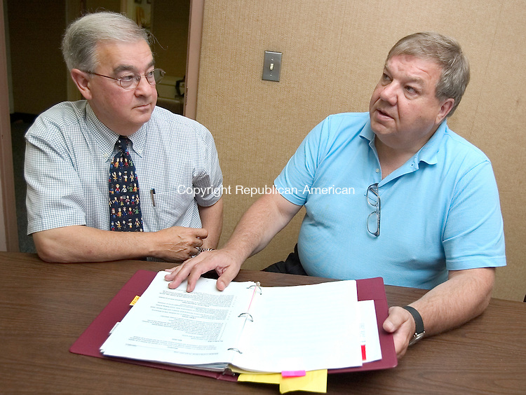 SOUTHBURY, CT. 28 June 2007-062807SV02--From left, Len Tomasello, new principal of Gainfield Elementary School, and out going principal John Mundry talk in the main office of the school in Southbury Thursday.<br /> Steven Valenti Republican-American