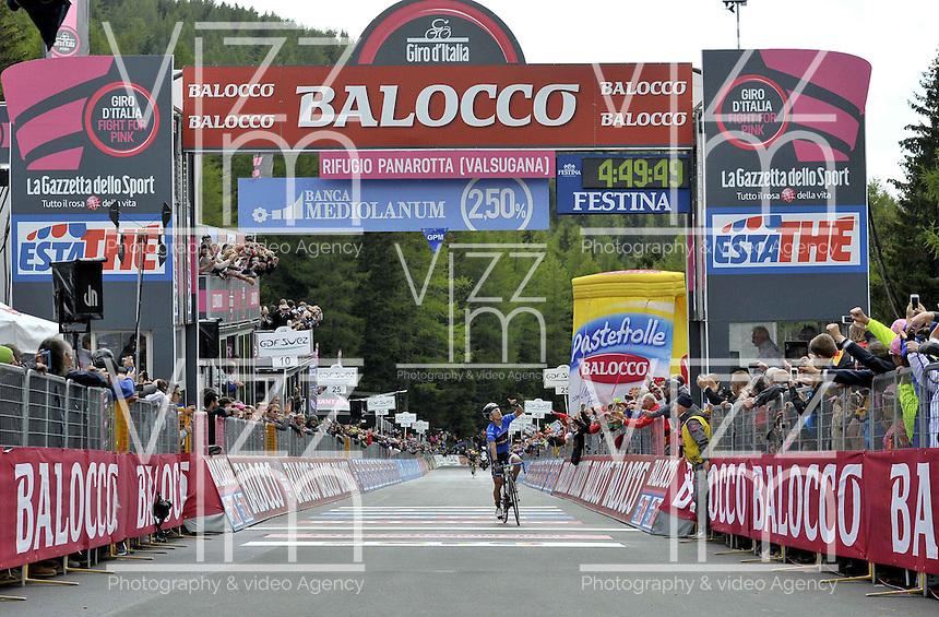 ITALIA - 29-05-2014. Julian Arredondo, ciclista colombiano del equipo Trek gana la etapa 18 entre Belluno y Panarotta sobre 171 kilómetros, y se ha apuntado la victoria en la cima de Panarotta en la versión 97 del Giro de Italia / Julian Arredondo, Colombian cyclist of the Trek Team wins the stage 18 between Belluno and Panarotta about 171 kilometers, and has registered the win on top of Panarotta in version 97 of the Giro d'Italia.    Photo: VizzorImage/ Marco Alpozzi / LaPresse……….VIZZORIMAGE PROVIDES THE ACCESS TO THIS PHOTOGRAPH ONLY AS A PRESS AND EDITORIAL SERVICE AND NOT IS THE OWNER OF COPYRIGHT; ANOTHER USE HAVE ADDITIONAL PERMITS AND IS  REPONSABILITY OF THE END USER