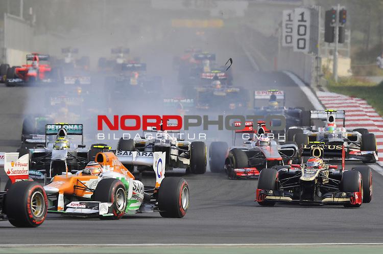 11.-14.10.2011, Korea-International-Circuit, Yeongam, KOR, F1, Gro&szlig;er Preis von S&uuml;dkorea, Yeongam, im Bild F1 Race Start - Accidented Crash - Kamui Kobayashi (JPN), Sauber F1 Team - Jenson Button (GBR),  McLaren F1 Team  <br />  Foto &copy; nph / Mathis