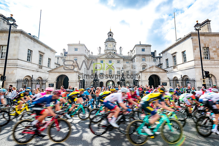 Picture by Alex Whitehead/SWpix.com - 09/09/2018 - Cycling - OVO Energy Tour of Britain - Stage 8: The London Stage. Horseguards. peloton