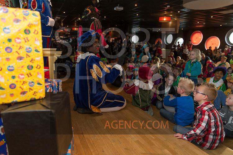 26-11-2014, Juniorclub, sinterklaas, feest, pieten,