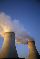 AJ3918, nuclear power plant, cooling towers, Limerick, Pennsylvania, Steam rising from the cooling towers at Philadelphia Electric Company Nuclear Power Generating Station in Limerick in the state of Pennsylvania.