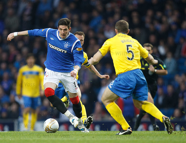 Kyle Lafferty zig zags through the Saints defence