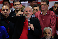 S&Atilde;O PAULO,SP, 13.07.2017 - LULA-SP - O ex-presidente Luiz In&aacute;cio Lula da Silva (PT) fala pela primeira vez ap&oacute;s ser condenado, no diret&oacute;rio do Partido dos Trabalhadores (PT), no centro de S&atilde;o Paulo, nesta quinta-feira, 13. Lula foi condenado nesta quarta- feira, 12, a 9 anos e seis meses de pris&atilde;o pelos crimes de corrup&ccedil;&atilde;o passiva e lavagem de dinheiro no caso triplex do Guaruj&aacute;. A condena&ccedil;&atilde;o do juiz federal S&eacute;rgio Moro, da 13&ordf; Vara Federal, em Curitiba, &eacute; a primeira do ex-presidente na Opera&ccedil;&atilde;o Lava Jato. Moro n&atilde;o decretou a pris&atilde;o de Lula. <br /> <br /> (Foto: Fabricio Bomjardim/Brazil Photo Press)