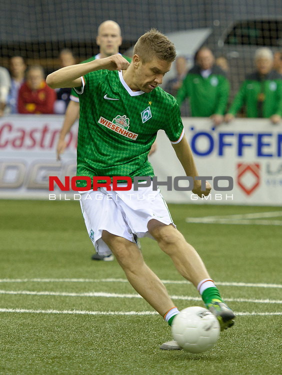 03.01.2014, EWE Arena, Oldenburg, GER, Hallenfu&szlig;ballturnier &quot;Cup der &Ouml;ffentlichen Versicherungen Oldenburg&quot;, Werder Bremen vs VfB Oldenburg, im Bild Ivan Klasnic (Bremen)<br /> <br /> Foto &copy; nordphoto / Frisch