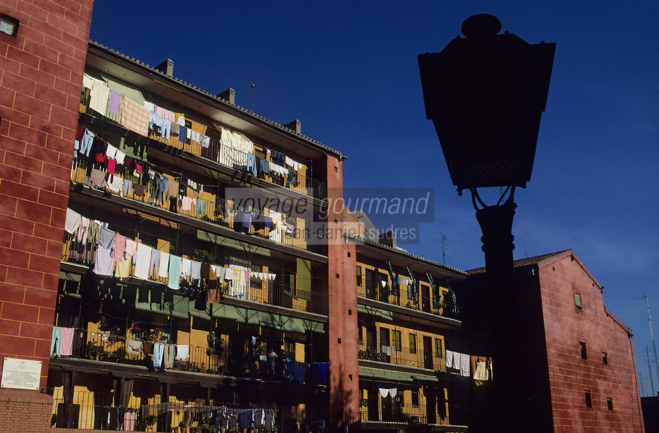 Europe/Espagne/Castille/Madrid : Calle del Sombrerete - Habitat traditionnel