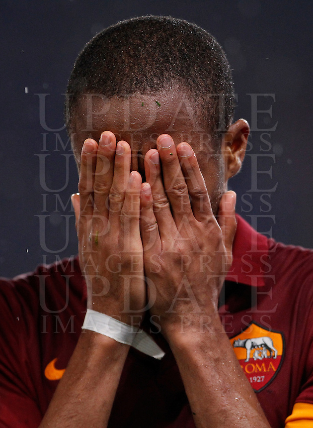 Calcio, Serie A: Roma vs Sampdoria. Roma, stadio Olimpico, 16 marzo 2015. <br /> Roma&rsquo;s Seydou Keita reacts as he leaves the pitch after receiving a red card during the Italian Serie A football match between Roma and Sampdoria at Rome's Olympic stadium, 16 March 2015.<br /> UPDATE IMAGES PRESS/Isabella Bonotto