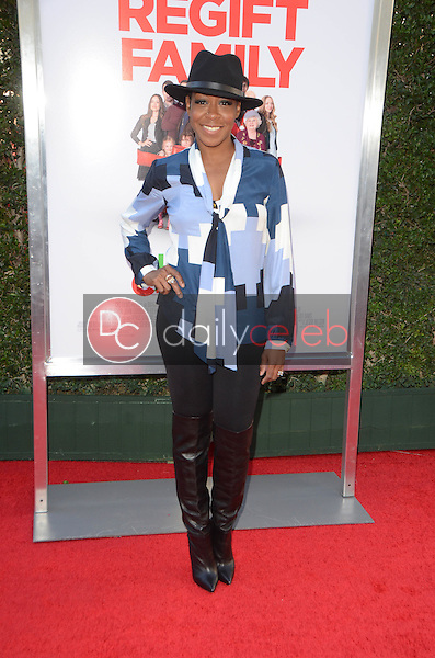 Tichina Arnold<br /> at the &quot;Love the Coopers&quot; Los Angeles Premiere, The Grove, Los Angeles, CA 11-12-15<br /> David Edwards/DailyCeleb.Com 818-249-4998