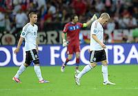 FUSSBALL  EUROPAMEISTERSCHAFT 2012   HALBFINALE Deutschland - Italien              28.06.2012 Lukas Podolski (li) und Bastian Schweinsteiger (re, beide Deutschland) sind zur Halbzeit enttaeuscht