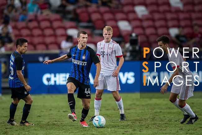 FC Internazionale Forward Ivan Perisic (L) in action against Bayern Munich Forward Milos Pantovic (R) during the International Champions Cup match between FC Bayern and FC Internazionale at National Stadium on July 27, 2017 in Singapore. Photo by Marcio Rodrigo Machado / Power Sport Images