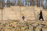 """Auf dem Gelaende des Einsatzfuehrungskommando der Bundeswehr, der Henning-von-Tresckow-Kaserne bei Potsdam, wurde ein Ehrenhain zum Gedenken an die im Einsatz verstorbenen Bundeswehrangehoerigen eingerichtet. In diesem """"Wald der Erinnerunge"""" sind die Gedenkhaine aus den Einsatzgebieten der Bundeswehr errichtet worden. Zum Teil originalgetreu nachgebildet von den Orten in denen die Bundeswehr eingesetzt war und Angehoerige verstorben sind.<br /> Im Bild: Kapitaenleutnant Miller im Ehrenhain Kunduz. Der Ehrenhain wurde verkleinert nachgebaut.<br /> 14.11.2014, Potsdam<br /> Copyright: Christian-Ditsch.de<br /> [Inhaltsveraendernde Manipulation des Fotos nur nach ausdruecklicher Genehmigung des Fotografen. Vereinbarungen ueber Abtretung von Persoenlichkeitsrechten/Model Release der abgebildeten Person/Personen liegen nicht vor. NO MODEL RELEASE! Don't publish without copyright Christian-Ditsch.de, Veroeffentlichung nur mit Fotografennennung, sowie gegen Honorar, MwSt. und Beleg. Konto: I N G - D i B a, IBAN DE58500105175400192269, BIC INGDDEFFXXX, Kontakt: post@christian-ditsch.de<br /> Urhebervermerk wird gemaess Paragraph 13 UHG verlangt.]"""