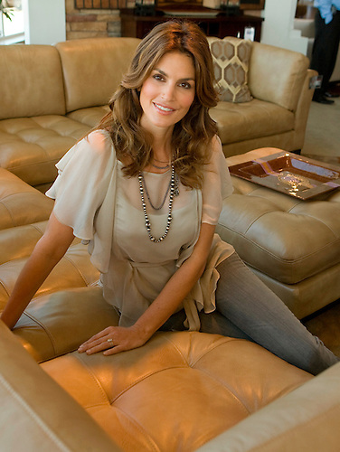 "Supermodel Cindy Crawford made an appearance at the ""Rooms to Go"" store in Baybrook Mall to promote her furniture line. (Friday, Jan. 30, 2009, in Houston. ( Steve Campbell / Houston Chronicle)"