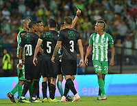 MEDELLÍN - COLOMBIA ,14-10-2018: Jeison Lucumi  (Der.) jugador del Atlético Nacional es expulsado por cabecear a su compañero de equipo Dayro Moreno por  el referee central Carlos Herrera Bernal  durante partido contra el Deportivo Cali  por la fecha 14 de la Liga Águila II 2018 jugado en el estadio Atanasio Girardot de la ciudad de Medellín. / Central Referee Carlos Herrea Bernal shows the red card to Jeison Lucumi for ejected for hitting his teammate Dayro Moerno players of Atletico Nacional during macht agaisnt of Deportivo Cali during the match for the date 14 of the Liga Aguila II 2018 played at the Atanasio Girardot  Stadium in Medellin  city. Photo: VizzorImage /León Monsalve / Contribuidor.