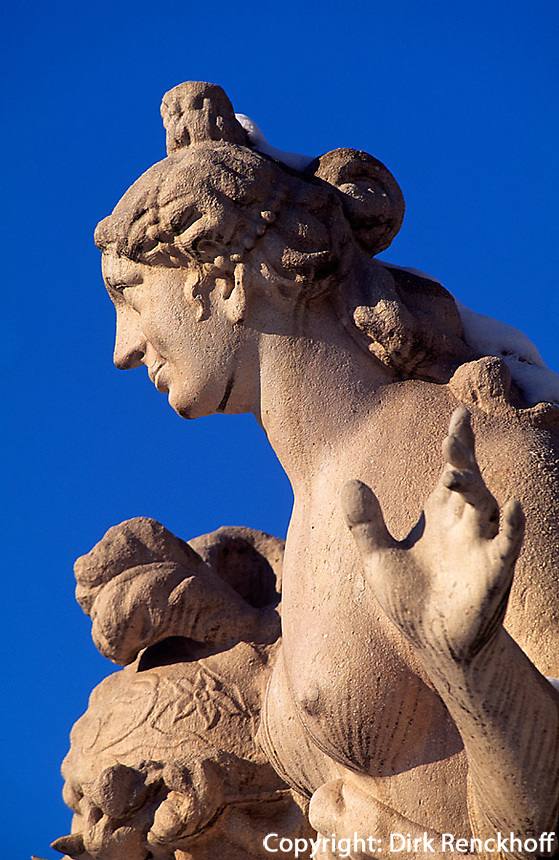 Oesterreich, Salzburg im Winter, Schloss Mirabell, Statue im Mirabellgarten, Unesco - Weltkulturerbe
