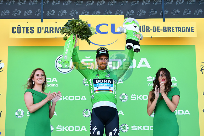 Peter Sagan (SVK) Bora-Hansgrohe retains the Green Jersey at the end of Stage 6 of the 2018 Tour de France running 181km from Brest to Mur-de-Bretagne Guerledan, France. 12th July 2018. <br /> Picture: ASO/Alex Broadway | Cyclefile<br /> All photos usage must carry mandatory copyright credit (© Cyclefile | ASO/Alex Broadway)