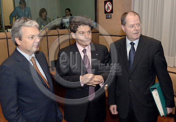 Brussels-Belgium - 05 December 2005---The twelve Ministers for Finance/Economy representing the Eurozone meet as Eurogroup; here, Didier REYNDERS (le), Deputy Prime Minister and Minister for Finance of Belgium; Thierry BRETON (ce), Minister for Economic Affairs, Finance and Industry of France; Peer STEINBRÜCK (Steinbrueck) (ri), Federal Minister for Finance of Germany---Photo: Horst Wagner/eup-images